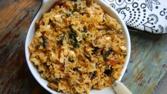 Basmati Tomatoed Spiced Rice with Spinach, Mushroom & Vegan Cheese