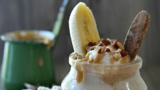 Raw Banana Pudding With Salted Caramel
