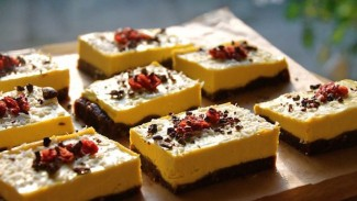 Mango Cheesecake Slices