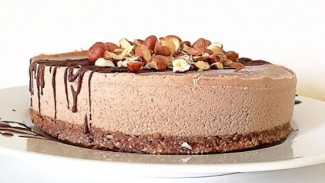 Raw Hazelnut Cake