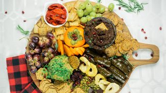 How to Make a Healthy and Festive Holiday Appetizer Board